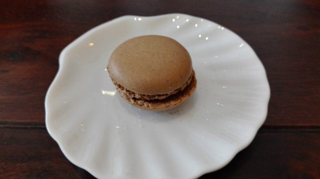 Diese Macarons werden aus einem kleinen Pariser Vorort importiert